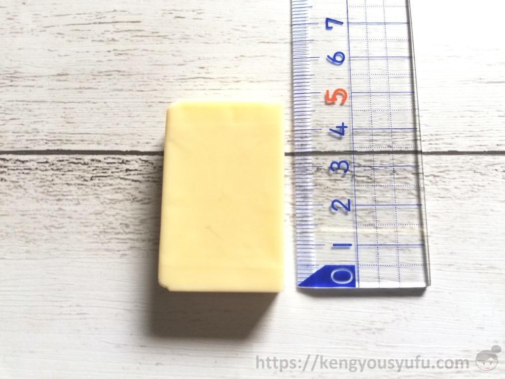 食材宅配コープデリで購入した「ベビーチーズ」チーズの直径
