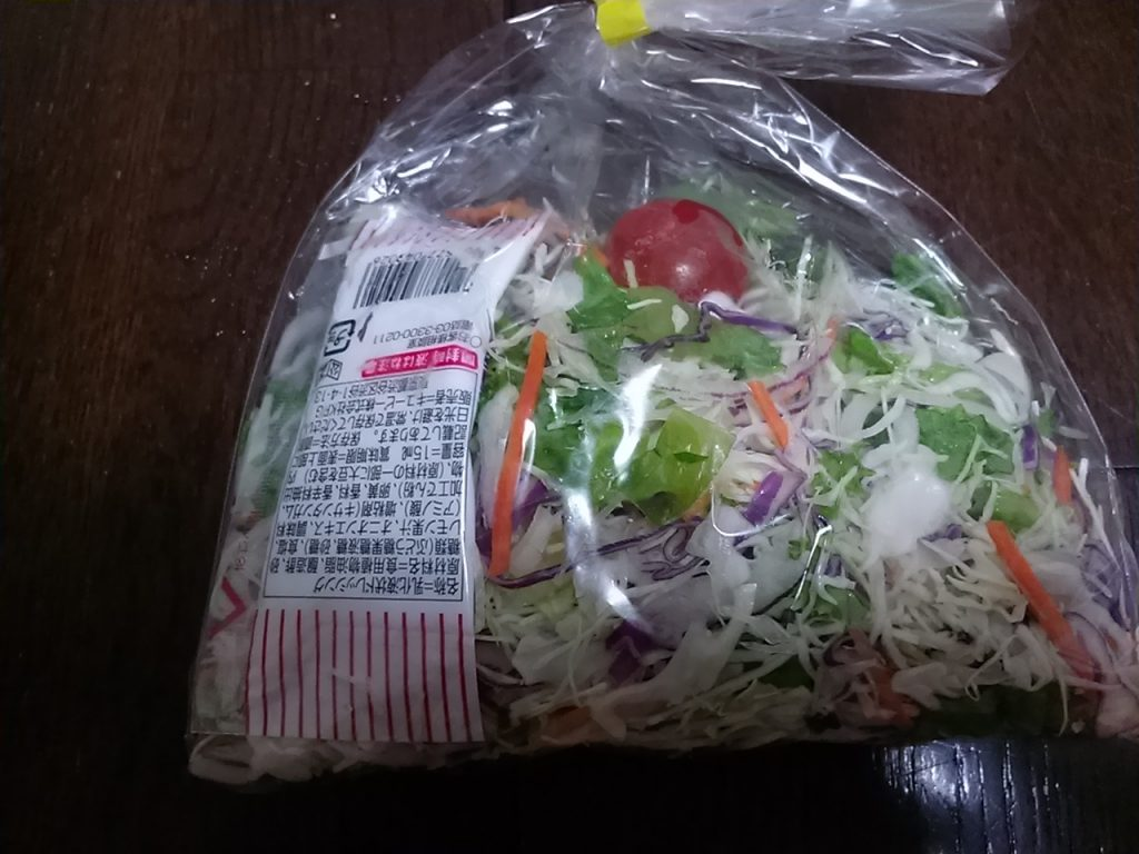 食材宅配コープデリの簡単料理キットミールキット「ハッシュドビーフ」グリーンサラダ
