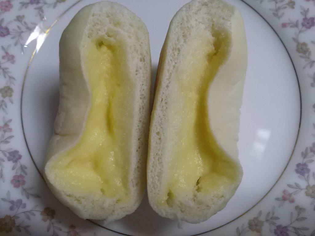 食材宅配パルシステムの白パン(カスタード)をお試ししてみたよ!半分に切ったあとの画像
