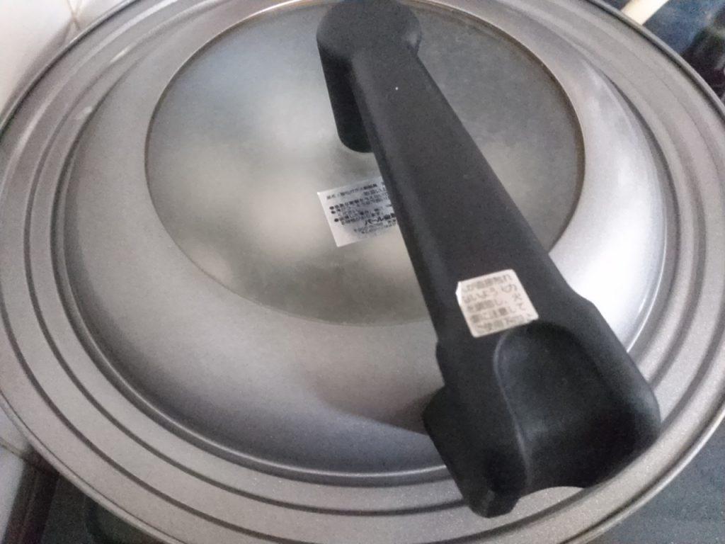 食材宅配パルシステム にら饅頭をお試し 蒸し焼きにしている画像