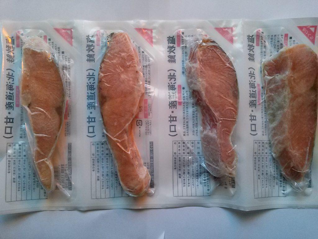 食材宅配コープデリで冷凍の魚(塩秋鮭)を購入してみました!小分けになった鮭の画像