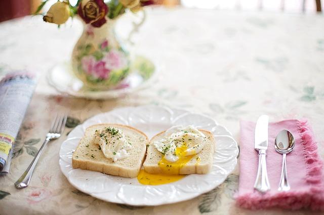 朝食にぴったり!食材宅配パルシステムの「白パン カスタード」とは?