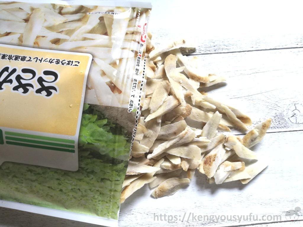 食材宅配コープデリの国産ささがきごぼう 凍ったままの中身の画像
