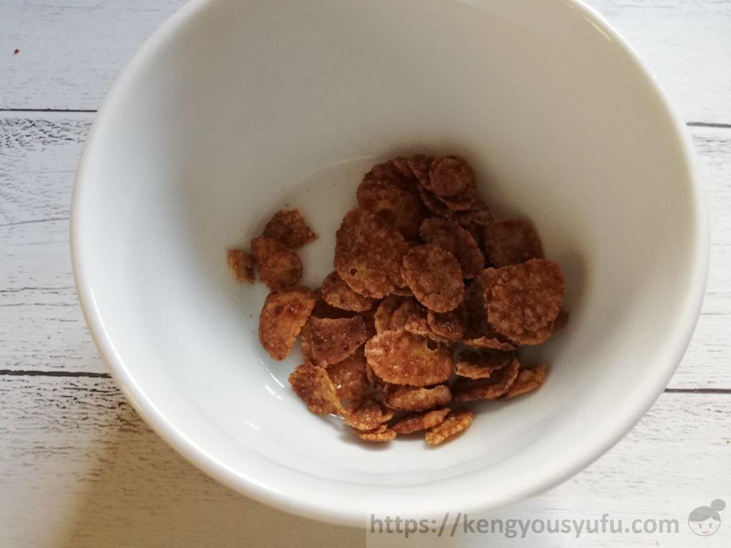 食材宅配コープデリで購入した「コーンフレークチョコ」中身の画像