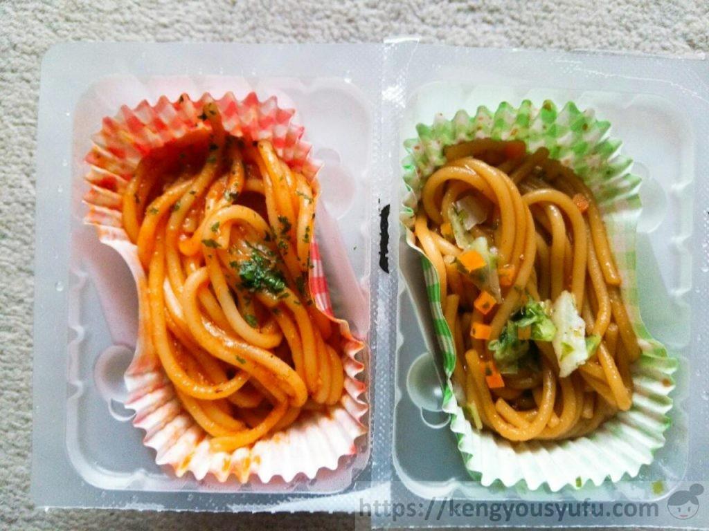 コープのお弁当用冷凍食品「2種のスパゲティ」ミートソース味&焼きそばソース味 中身の画像