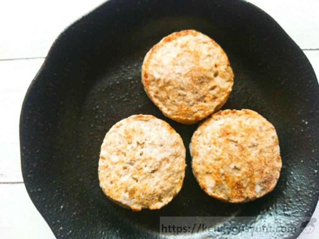 食材宅配コープデリ「レンジでふっくらミニハンバーグ」凍ったままの画像