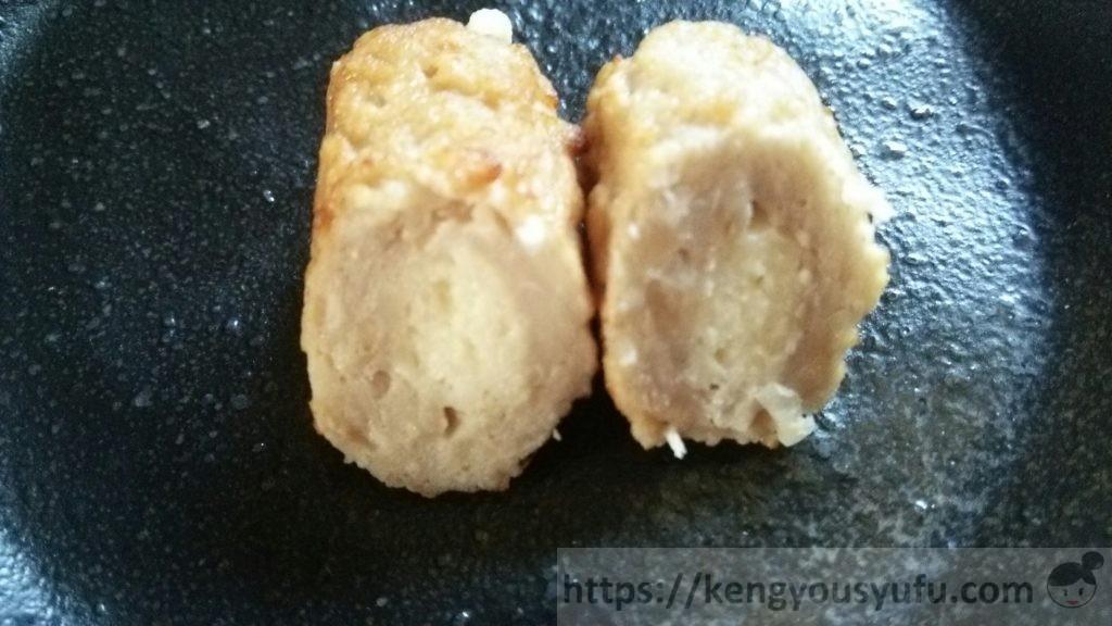 食材宅配コープデリで買ったお弁当用冷凍食品 肉巻きチーズ 半分で割った画像
