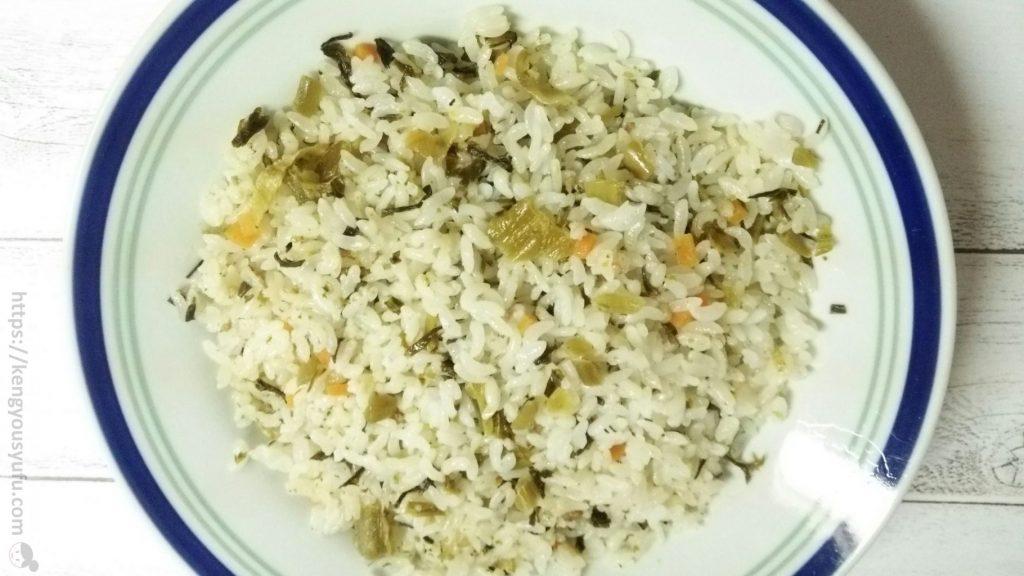 食材宅配コープデリで購入した冷凍飯「高菜ピラフ」 電子レンジで温めた画像