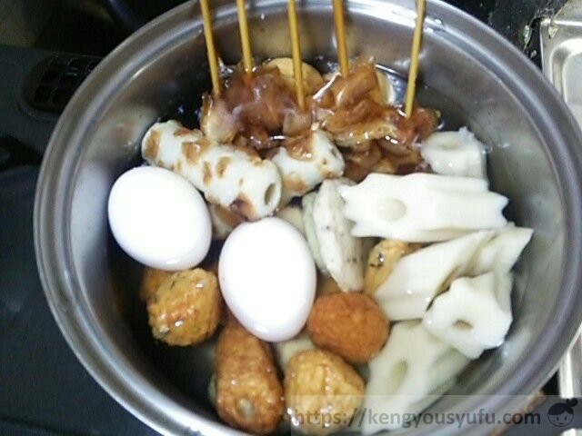 食材宅配コープデリで買った味付牛すじ串 おでんを作っているときの画像