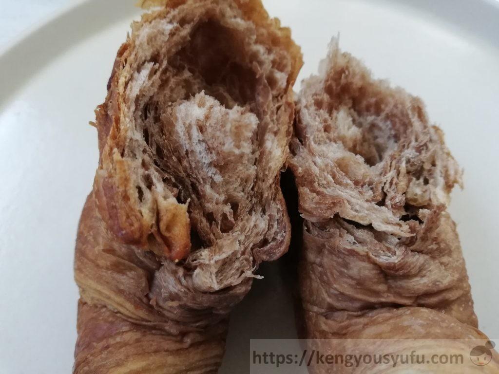 食材宅配コープデリで買ったチョコクロワッサン パンを割ってみなときの画像