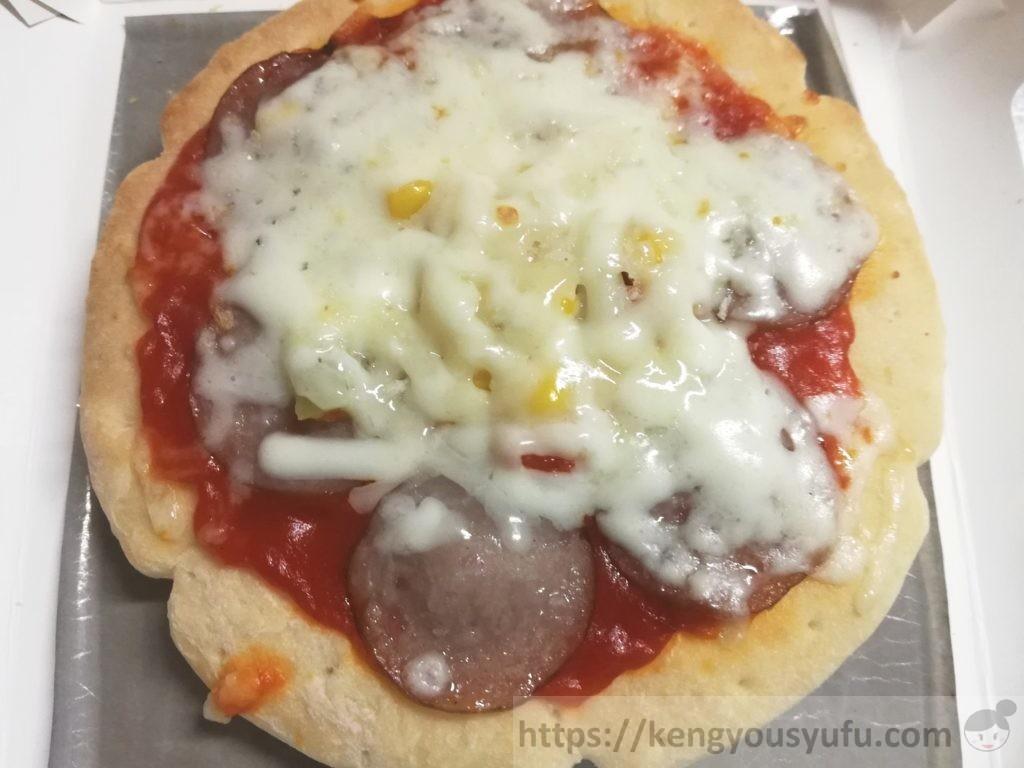 食材宅配コープデリで購入した「レンジでミックスピザ」電子レンジで加熱