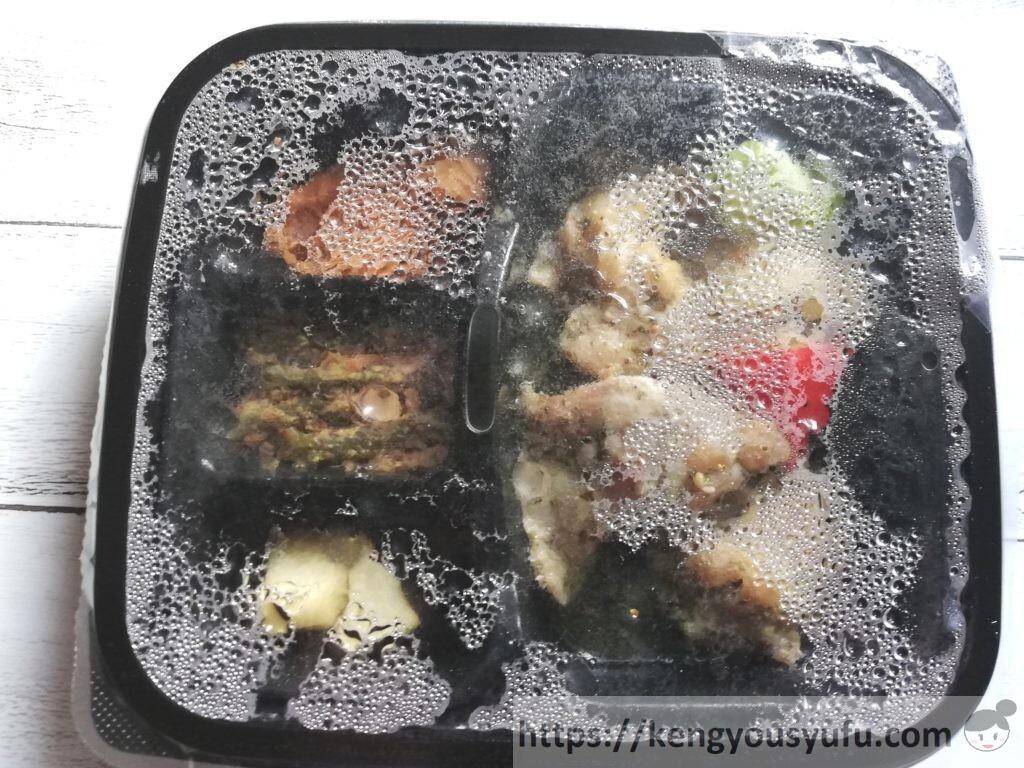 nosh(ナッシュ)「チキンのバジルオイル焼き」解凍直後の画像