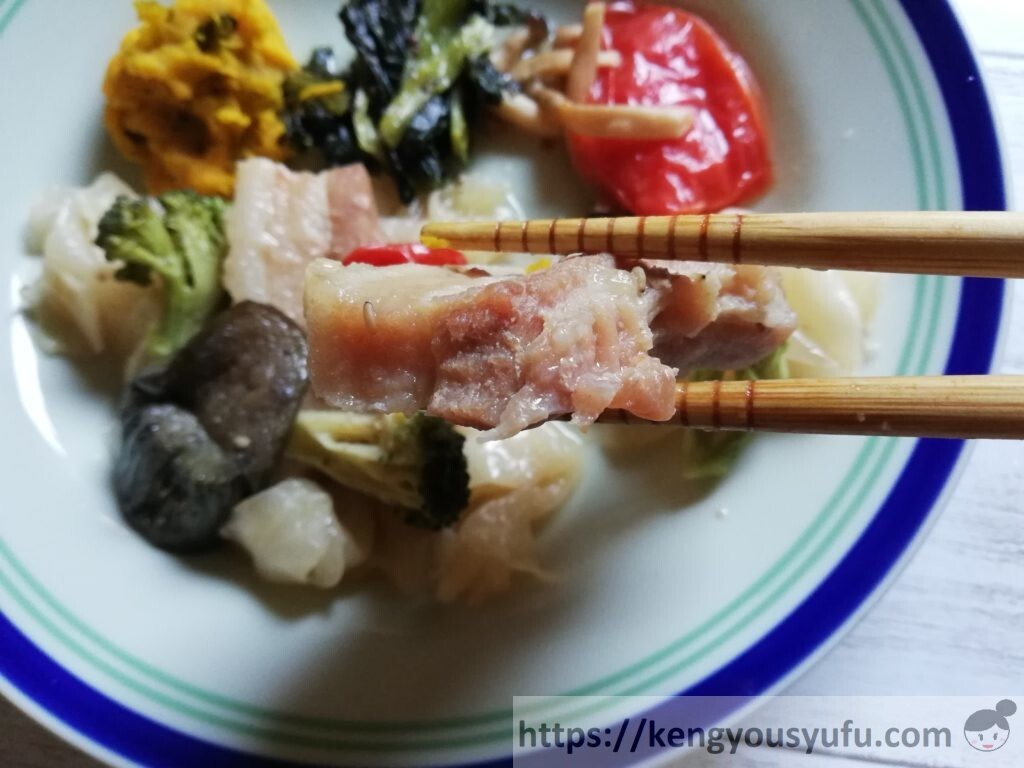 冷凍宅配弁当ナッシュ「蒸し豚の味噌煮」メインを切ってみた