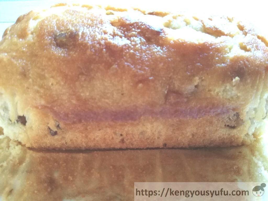 食材宅配コープデリで購入した「くるみを贅沢に使ったパウンドケーキ」横から見た画像