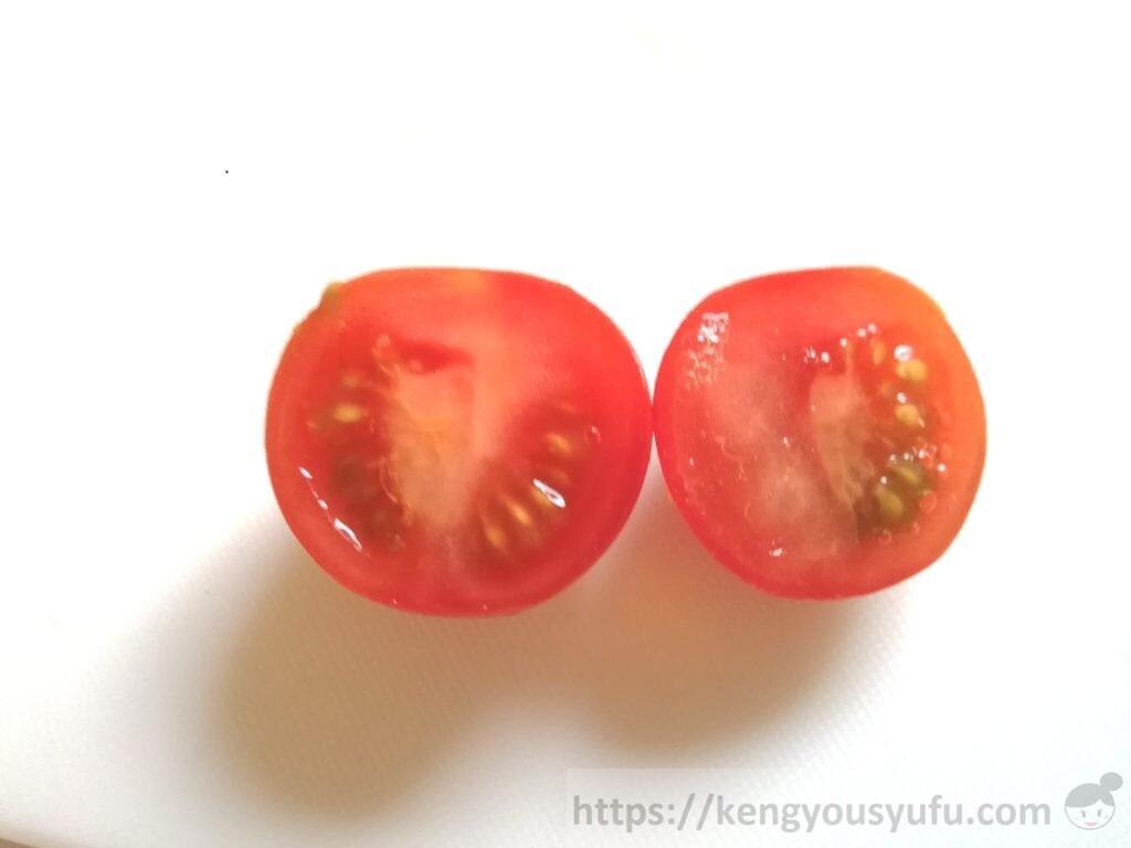食材宅配有機野菜「オイシックス」トマトを半分に切ってみた画像