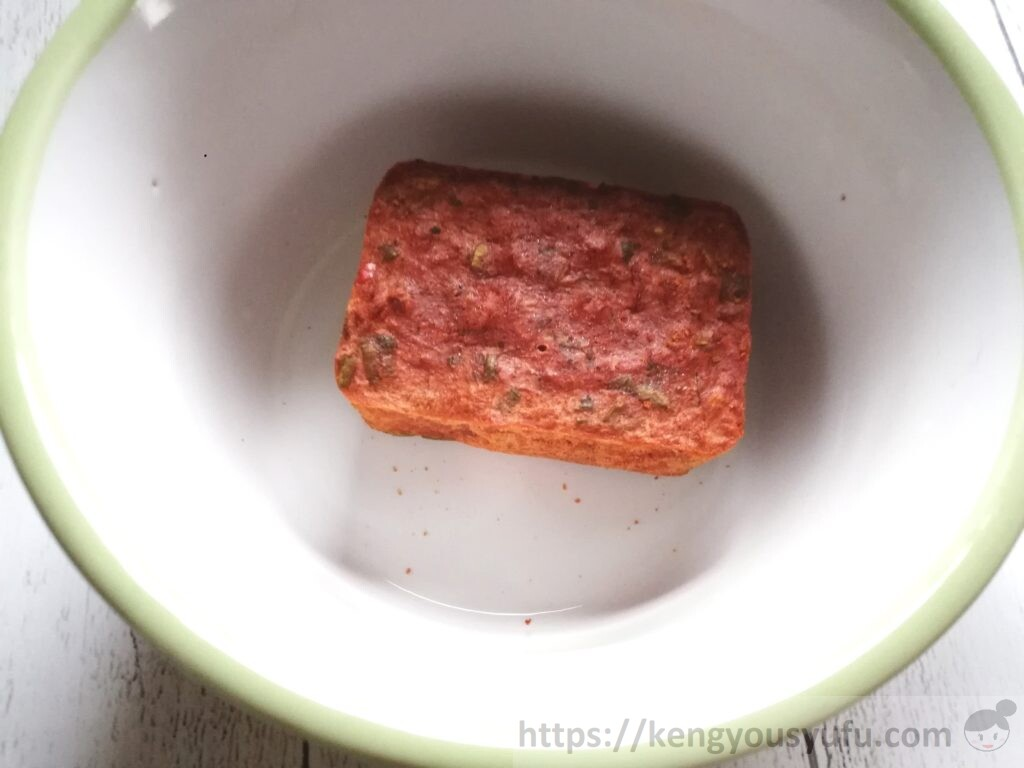 食材宅配コープデリ「麻辣とうふスープ」中身をカップに取り出してみた