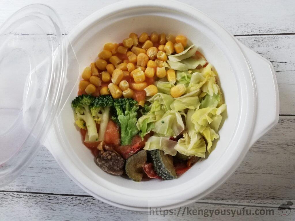 ウェルネスダイニング ベジ活スープ食「トマトであっさりミネストローネ」中身の画像