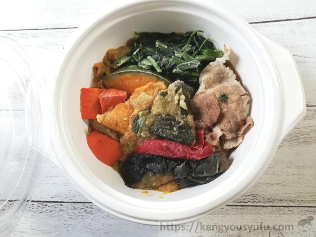 ウェルネスダイニング ベジ活スープ食「ごろごろ野菜カレー」中身の画像