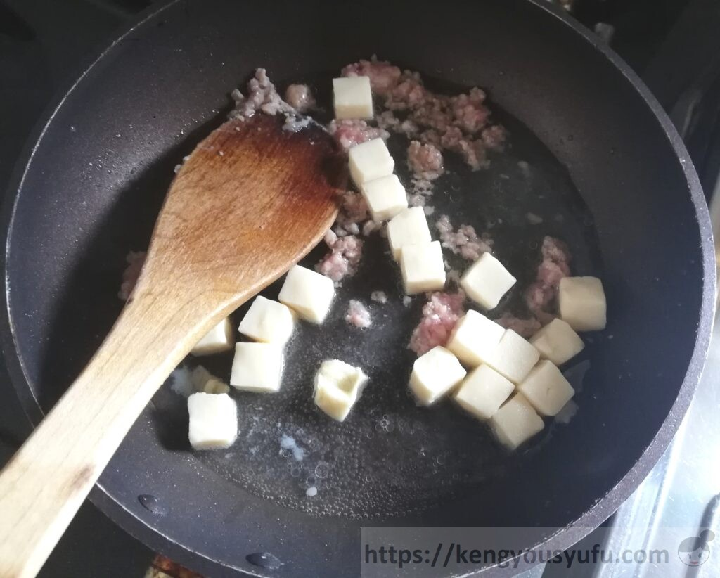 麻婆豆腐+メンマの中華風炒め 豆腐を投入