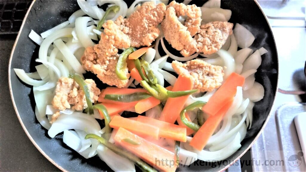 豚から揚げとレンコンの黒酢たれ炒め 調理中