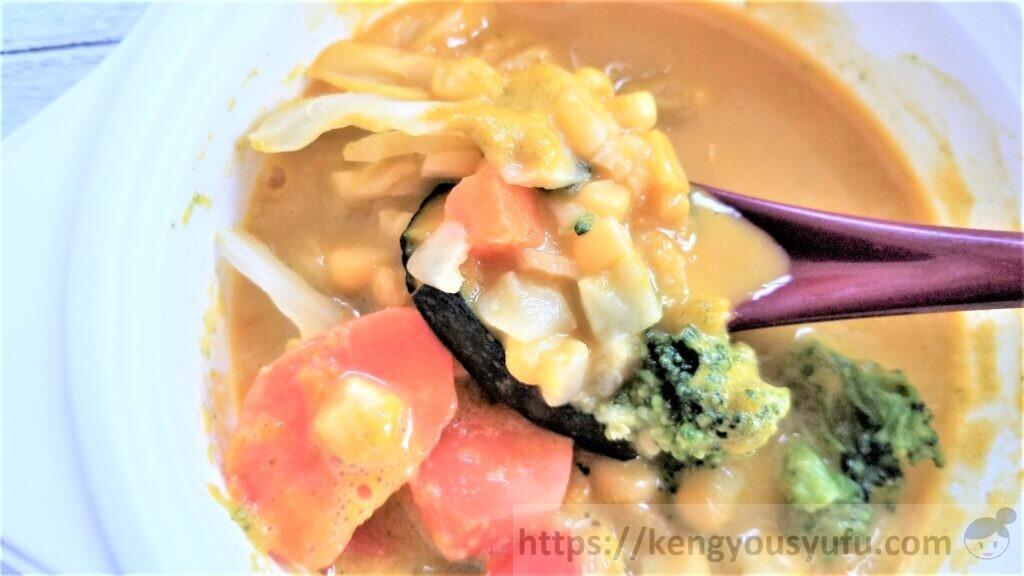 ウェルネスダイニング「野菜を楽しむスープ食」濃厚ほくほくかぼちゃポタージュ 具をスプーンですくってみた